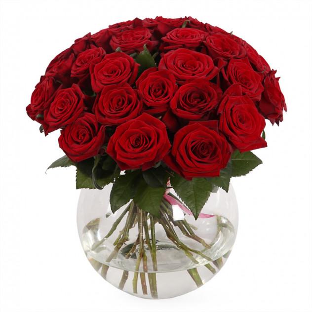 Букет из 31 розы в вазе